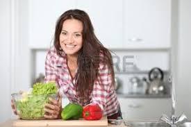 femme en cuisine femme en cuisine banque d images vecteurs et illustrations libres