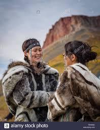 inuit girls throat singing arctic bay baffin island stock photo