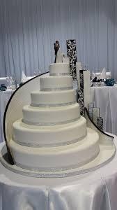 Big Wedding Cakes Huge Wedding Cake Cake By Paul Delaney Of Delaneys Cakes