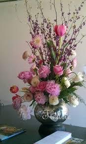 Flower Table L Arrange A Dozen Roses In A Vase Dozen Roses And Flowers