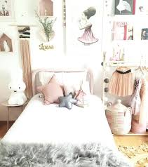 coussin chambre fille chambre fille scandinave decoration chambre fille lit en mactal