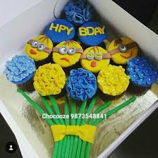 minion cupcake cake 56 best cakes and cupcakes images on cupcake cakes
