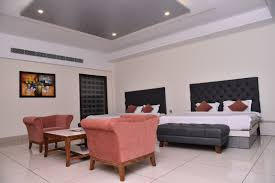Grand Family Rooms SS Resorts Dalhousie - Define family room