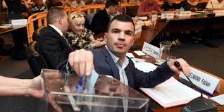 Vire Meme - le maire fn d hayange fabien engelmann vire encore deux de ses