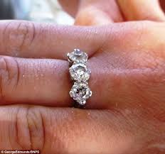 10000 engagement ring uk holidaymaker reunited with 10k heirloom ring she lost in