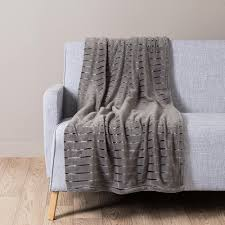 plaid gris pour canapé jeté en fausse fourrure écru 130 x 180 cm salons