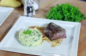 viande facile à cuisiner pavé de rumsteck de cheval purée de pommes de terre céleri et