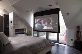 installer une dans une chambre installation vidéoprojecteur pour profiter d une expérience cinéma