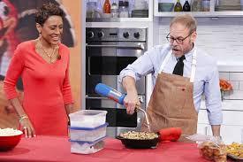 Alton Brown Kitchen Gear by Alton Brown U0027s Internet Cooking Show Will Be A U0027good Eats U0027 Sequel