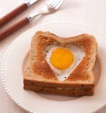 plat de cuisine croque monsieur coeur au jambon et oeuf au plat valentin
