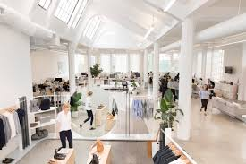 everlane pulls back curtain on business model and new hq metropolis everlane s new open plan office in san francisco s mission district retains the original floor plan from when it was a 1920s laundry facility