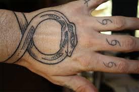16 ouroboros tattoo wrist tatuaże michaela scofielda 1000