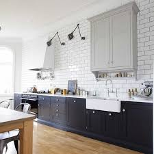 cuisine avec carrelage metro carrelage métro blanc dans la cuisine et la salle de bains armoire