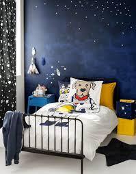 chambre theme espace une chambre garçon sur le thème de l espace par h m home