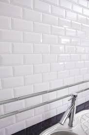 carrelage cuisine blanc carrelage metro subway tile cenefa très beau carrelage mural de