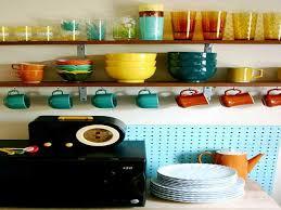 comment ranger la vaisselle dans la cuisine un rangement cuisine déco même sans placards