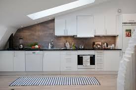 küche in dachschräge wohnung einrichten wohnideen für zimmer mit dachschräge