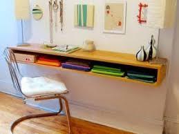 faire un bureau en bois diy par initialesgg