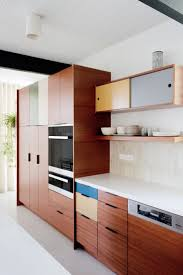 mid century modern kitchen cabinet colors mid century perfection in pacific palisades minimalist