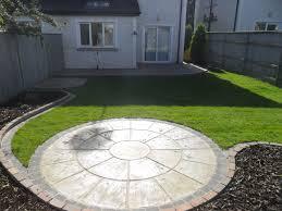How To Design A Patio Area Patio Areas Circular Patio And Raised Patio Garden Design