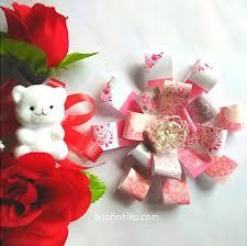 cara membuat bunga dengan kertas hias cara mudah mempercantik hadiah dengan kreasi bunga sendiri buahatiku