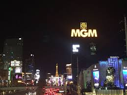 mgm signature 3br 4ba right on las vegas strip w view balcony