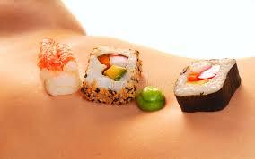 femme nue cuisine sushi sur l estomac nu d une femme image stock image 6452279