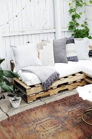 Making A Platform Bed From Pallets by Best 25 Wooden Pallet Furniture Ideas On Pinterest Wooden