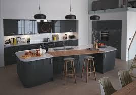 cuisine gris et cuisine bois gris moderne et blanc meubles clair carrelage