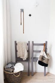 chevalet chambre diy créez des valets de chambre muraux avec des chaises valet de