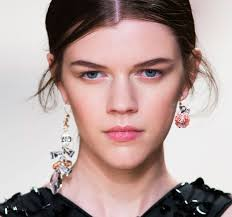 mismatched earrings trend fall 2016 trend mismatched earrings 17 the fashion tag