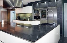 cave a vin dans cuisine hotte aspirante ilot roblin eclairage hotte cuisine beau