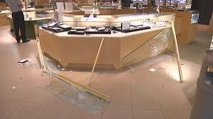 jared jewelers locations suspects cut hole through roof in jared u0027s jewelry heist in