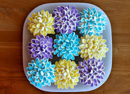 cupcake flowers yammie s noshery marshmallow flower cupcakes