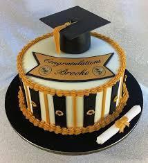 graduation fashionably cakes