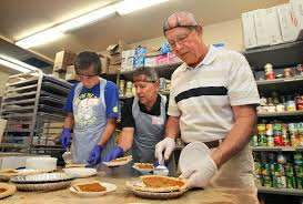 escondidan feeds hundreds for thanksgiving the san diego union