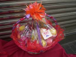 fruit basket gift file hk lunar new year fruit gift basket jpg wikimedia commons