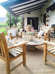 Design Wooden Outdoor Furniture by Best 25 Farmhouse Outdoor Furniture Ideas On Pinterest Patio