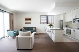 küche im wohnzimmer modernes wohnzimmer einrichten wohn und küchenraum kombinieren