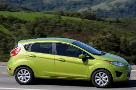 nissan versa vs ford fiesta new ford fiesta rated at 40mpg highway and 29mpg city see how it