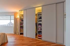 Schlafzimmer Schrank Geringe Tiefe Begehbarer Schrank Durch Drehregale Mit Innenbeleuchtung Auf U0026zu
