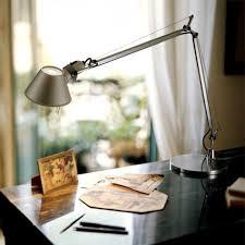 le de bureau artemide le de bureau artemide tolomeo un classique iconique de l