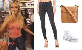 Skinny Jeans And Converse Lauren Bushnell S Skinny Jeans Tan Purse And Converse While