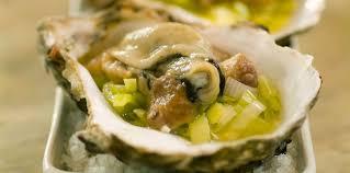 comment cuisiner des huitres huîtres chaudes à l étuvée de poireaux et safran facile recette