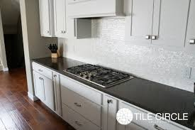 Glass Backsplash Tile For Kitchen White Glass Backsplash With Dark Grey Counters Google Search