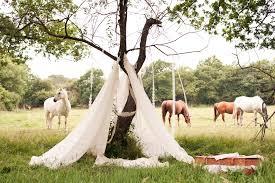 mariage hippie un endroit romantique où les jeunes mariés peuvent se retrouver