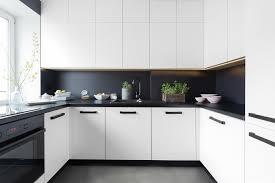 cuisine blanche et noir cuisine noir et grise deco gris salon 7 blanc mur fonc233