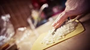 enlever odeur de cuisine 5 astuces de grand mère pour enlever les mauvaises odeurs en cuisine