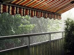 balkon regenschutz markise als regenschutz benutzen darauf sollten sie achten