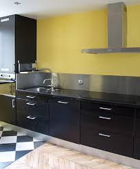cuisine noir et jaune cuisine noir et jaune top jaune moutarde peinture le jaune moutarde